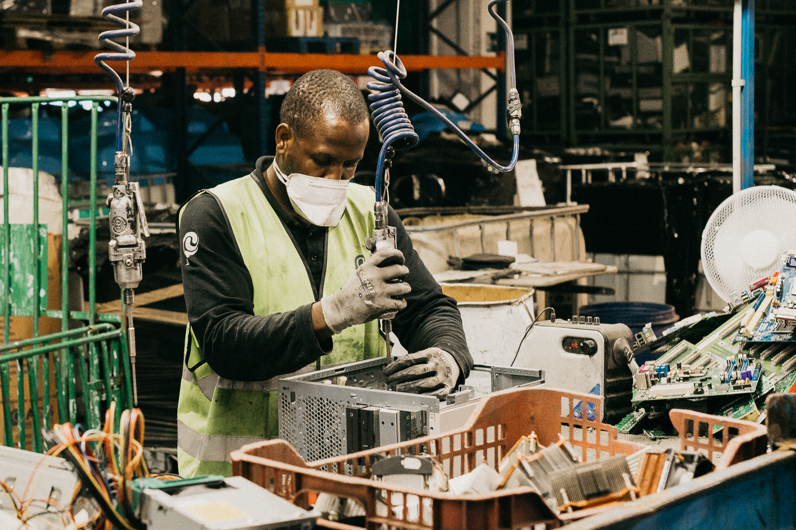 Desmontaje manual de residuos RAEE